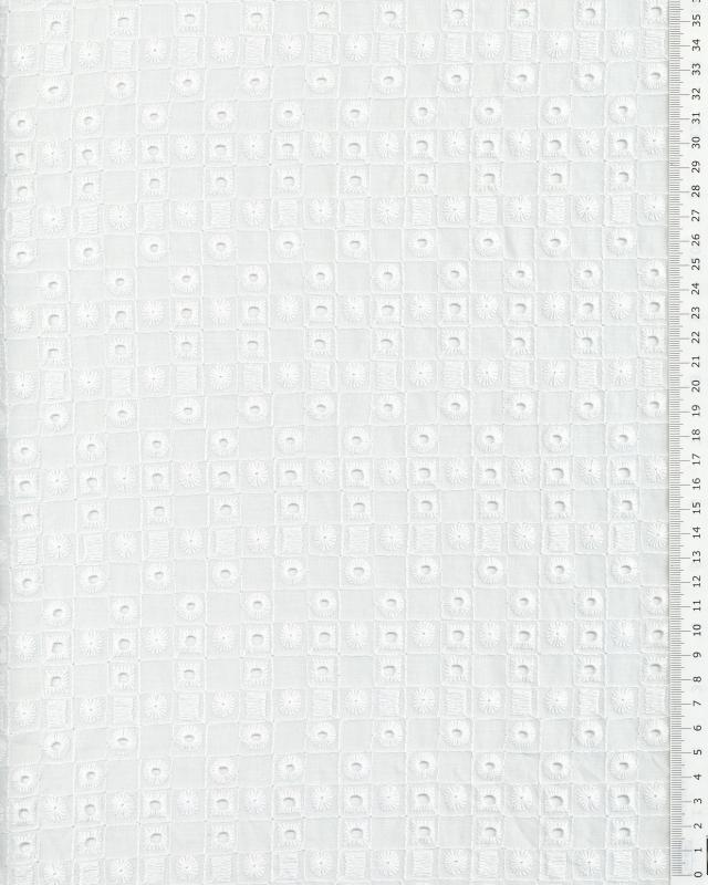 Daisy embroidered Cotton Fabric White - Tissushop